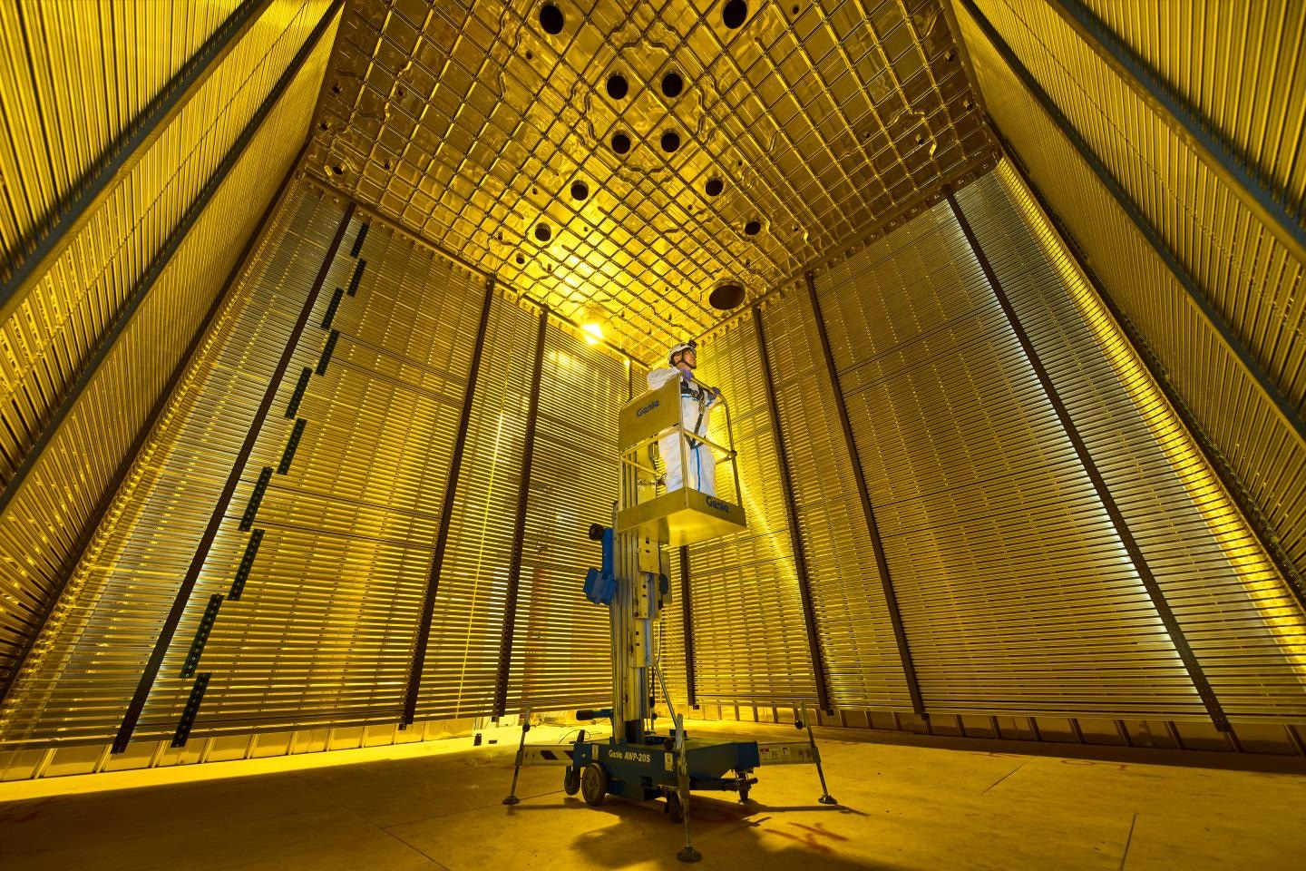 DUNE Collaboration Publishes First Scientific Article Using ProtoDUNE Detector