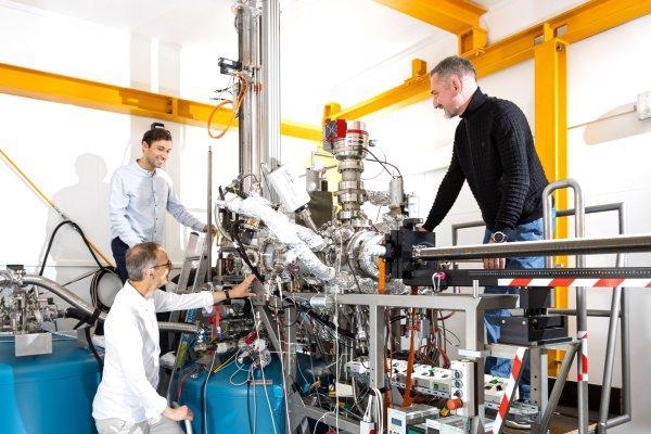 Novel Scanning Tunneling Microscope with Magnetic Cooling to Analyze Quantum Effects.