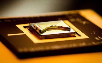 A Team of Qubits in Quantum Computer Chips Could Help Lower Rates, Enhance Device Reliability
